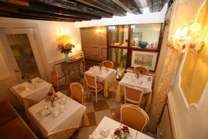 Um restaurante ou outro lugar para comer em Locanda Ca' del Brocchi