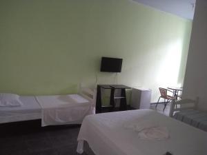 A bed or beds in a room at Pousada Solar dos Romanos