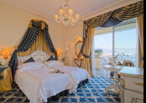 A bed or beds in a room at Hotel Villa e Palazzo Aminta