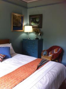 A bed or beds in a room at Asimatree B & B and Art Garden