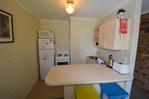 A kitchen or kitchenette at Ellswood 1