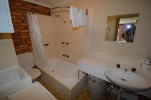 A bathroom at Ellswood 1