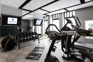 The fitness centre and/or fitness facilities at Park Plaza Berlin Kudamm