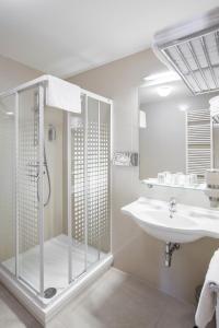 A bathroom at Hotel Páv