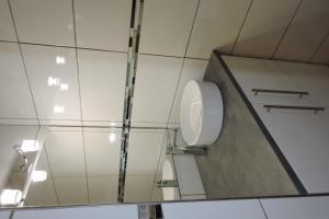 A bathroom at Le Clos Des Orangers