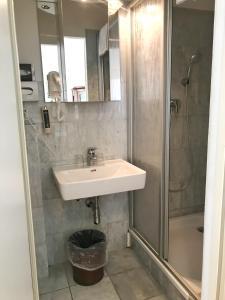 Ein Badezimmer in der Unterkunft Apartment Kurt