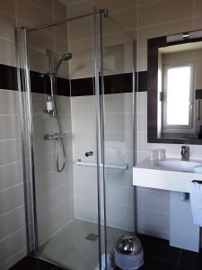 Salle de bains dans l'établissement Hôtel Evian Express - Terminus