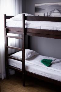 Двухъярусная кровать или двухъярусные кровати в номере Crazy Dog