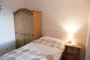 A bed or beds in a room at The Blacksmiths Arms