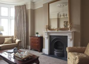 A seating area at 2 Crescent Gardens Guest House