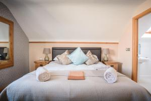 A bed or beds in a room at Jannel Bed & Breakfast