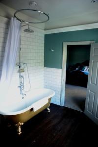 A bathroom at The Tunbridge Wells Hotel