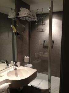 A bathroom at Hotel De Hofkamers