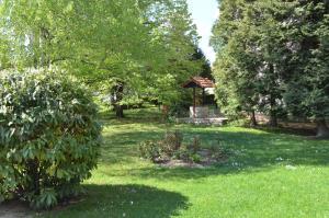 A garden outside Hotel Bankya Palace