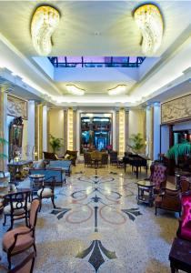 A restaurant or other place to eat at Grand Hotel Savoia