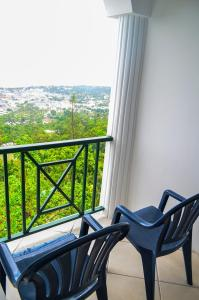 A balcony or terrace at Pink Rock Inn Bed and Breakfast