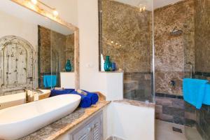 Um banheiro em Red C Villas