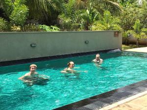Het zwembad bij of vlak bij Hotel Heladiv