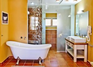 A bathroom at Templer's House Boutique hotel