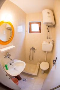 Guesthouse Blue Coast tesisinde bir banyo