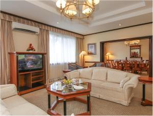 A seating area at Dar es Salaam Serena Hotel