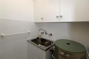 A kitchen or kitchenette at Gorgeous Harbourside!