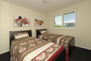 A bed or beds in a room at Pacific Blue, Villa 519