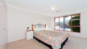 A bed or beds in a room at Peaceful, Quiet and so close to the beach!