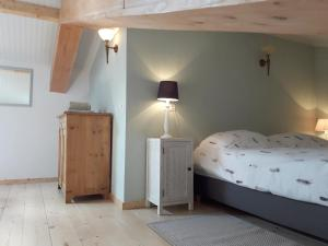 A bed or beds in a room at Vecht & Weide Weesp