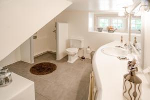 A bathroom at Quinta do Tojal