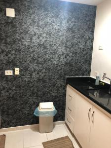 A bathroom at Flat na Praia de Boa viagem
