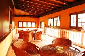 A restaurant or other place to eat at Casa Junco