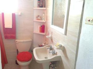 A bathroom at Clarice Apartments