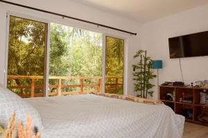 A bed or beds in a room at Casa Bonita - El Tunco