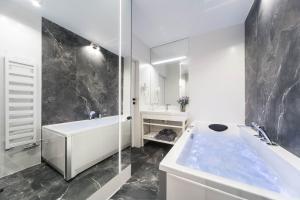 Łazienka w obiekcie Jacuzzii Apartment