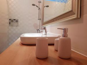 A bathroom at Le Champ du Pré