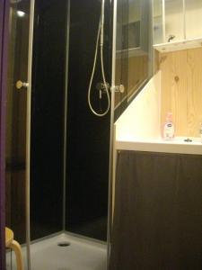 A bathroom at Les chalets d'Alzen