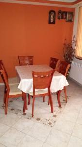 Трапезария в къщата за гости