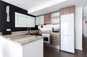 A kitchen or kitchenette at 010 JC - RAL