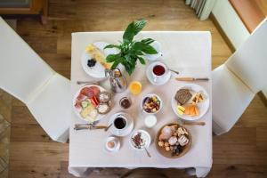 Завтрак для гостей Hotel Erica