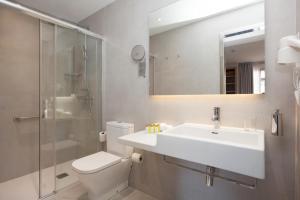 A bathroom at Hostal Centric
