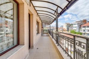 A balcony or terrace at I love Varna Apartments
