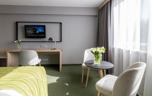 A television and/or entertainment center at Centrum Hotelowo-Konferencyjne Witek