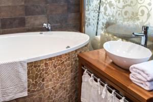 A bathroom at Rožmalas
