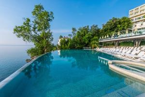 The swimming pool at or close to Grand Hotel Adriatic II