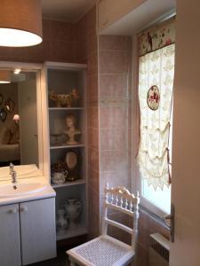 A bathroom at L'Orangerie de Camperos