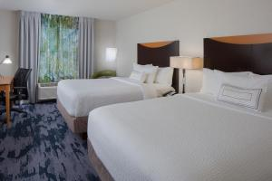 A bed or beds in a room at Fairfield Inn & Suites by Marriott Orlando Lake Buena Vista
