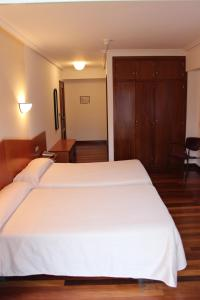 A bed or beds in a room at Hotel Sindika