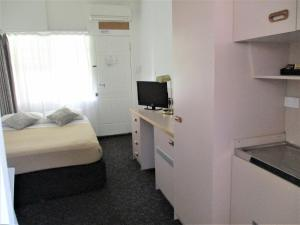 A television and/or entertainment center at Cronulla Motor Inn