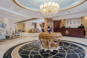Лобби или стойка регистрации в Tulip Inn Al Khan Hotel